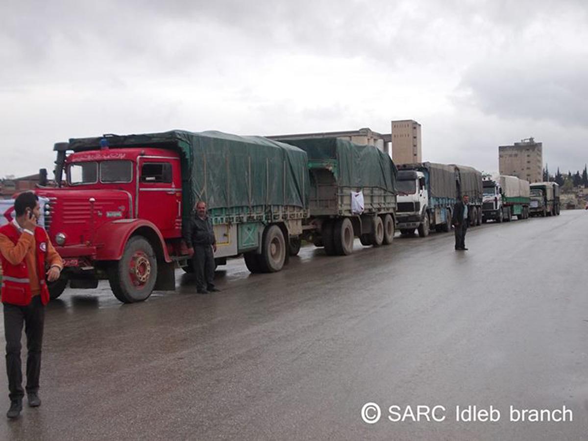 من الإنترنت – قافلة سلال غذائية من الهلال الأحمر في إدلب لمعرة النعمان