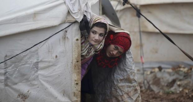 لاجئات المخيمات الحدودية بين الابتزاز والحرمان من الطعام – رامي سويد
