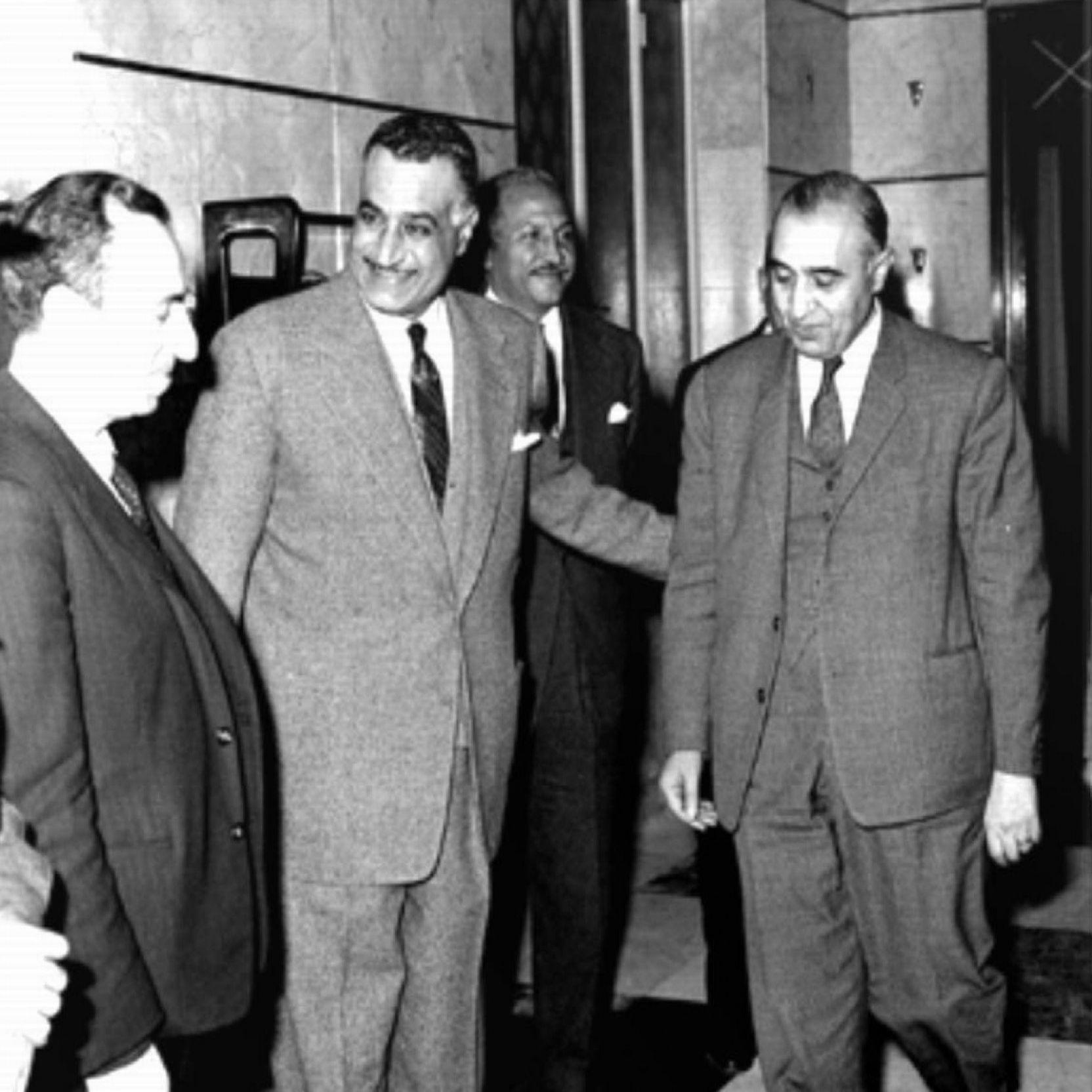 عفلق-مع-عبد-الناصر-وصلاح-البيطار-عام-1958.