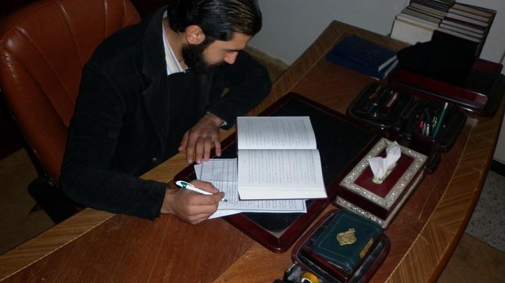 أحد موظفي مكاتب المجلس المحلي بداريا