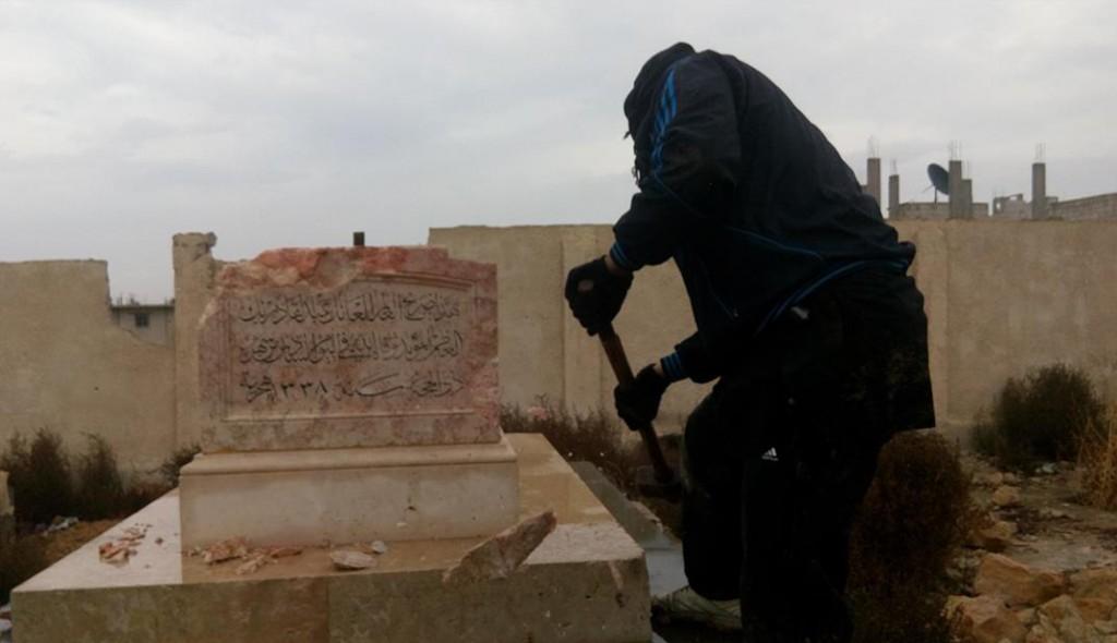 هدم ضريح عبد القادر بك العظم من قبل داعش بريف دمشق