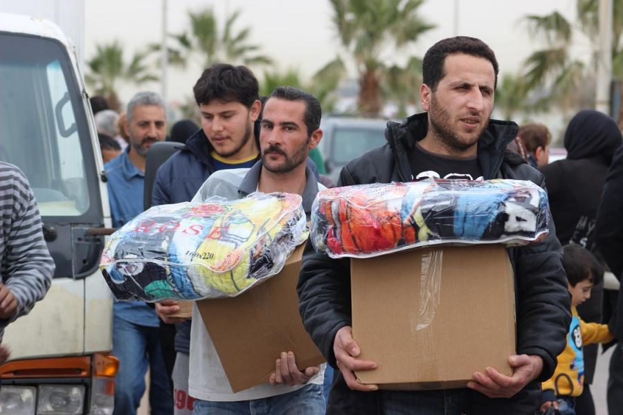 إغاثة السوريين تقتل إرادتهم