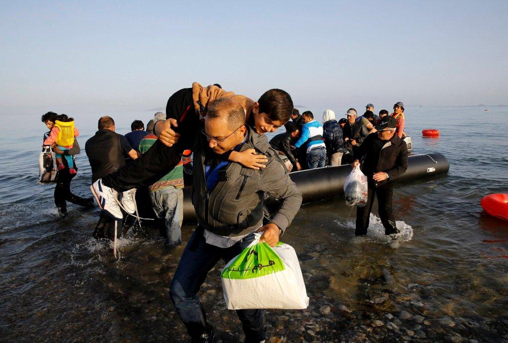 المهاجون يصلون شاطئ جزيرة رودوس اليونانية