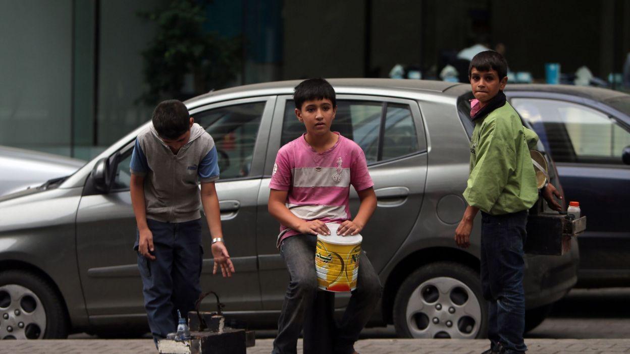 يواجه الأطفال النازحون مصير التشرد محمد عثمان