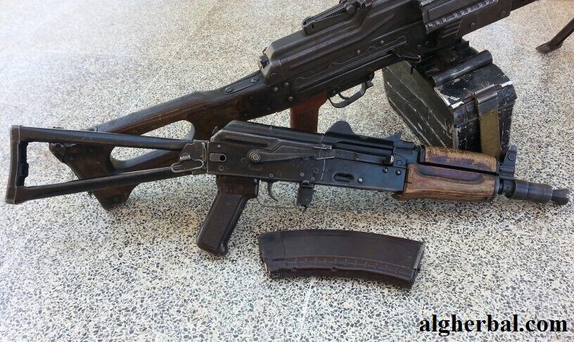 أنواع كثيرة من الأسلحة الخفيفة متوفرة في الأسواق (عمر صالح عزام الغربال)