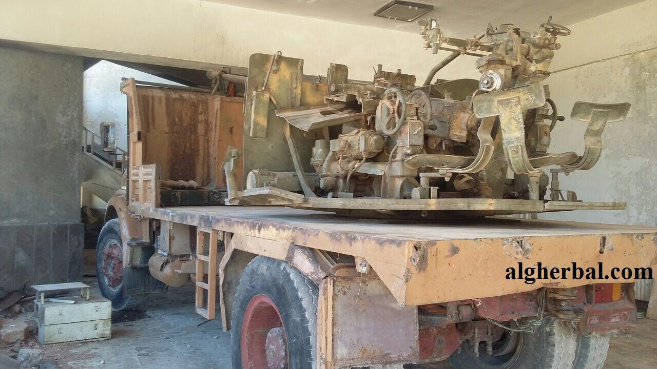 تخضع المدافع الثقيلة في الغالب لعمليات صيانة قبل بيعها (عمر صالح عزام الغربال