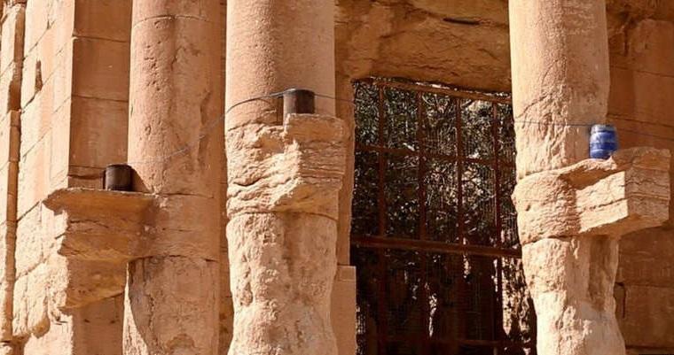 صورة نشرها داعش تظهر تفخيخ معبد بعلشمين قبل تفجيره