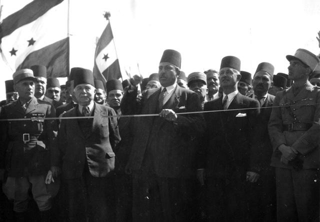 الرؤساء (من اليمين لليسار) سعدالله الجابري وشكري القوتلي وفارس الخوري في احتفالات الاستقلال
