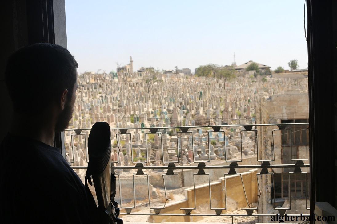 تحولت معظم المقابر بحلب إلى خطوط إشتباك الأمر الذي منع الدفن بها