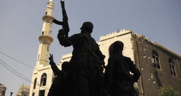 """مقاتلو حزب الله ينسحبون من سوريا والحزب يقطع معوناتهم ورواتبهم – جيسي روزينفيلد – مترجم عن """"ديلي بيست"""" الأمريكي"""