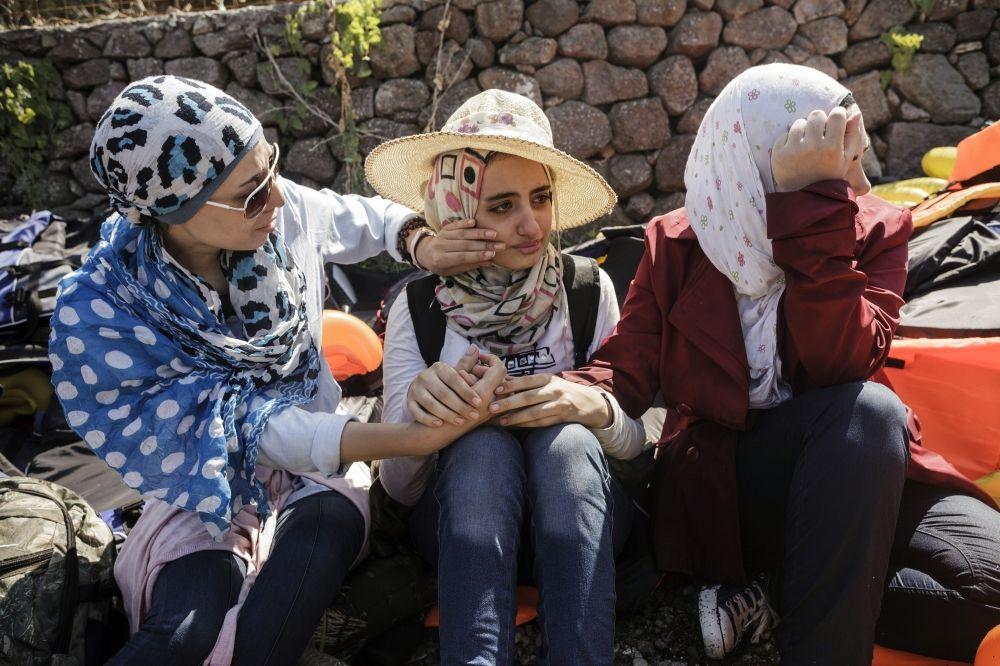التزمت النساء السوريات الصمت أثناء رحلة الهجرة