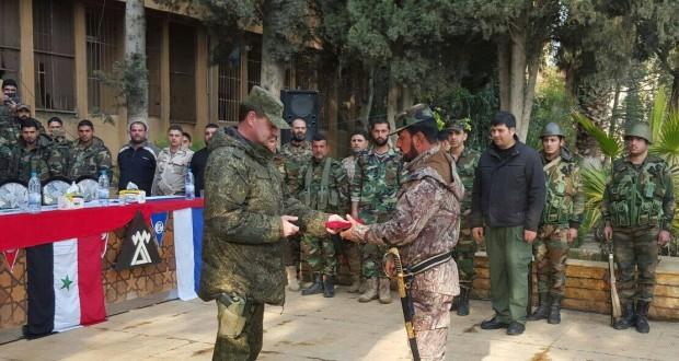 في أول ظهور علني لهم بريف حلب: ضباط روس يقيمون حفل تكريم لسهيل الحسن