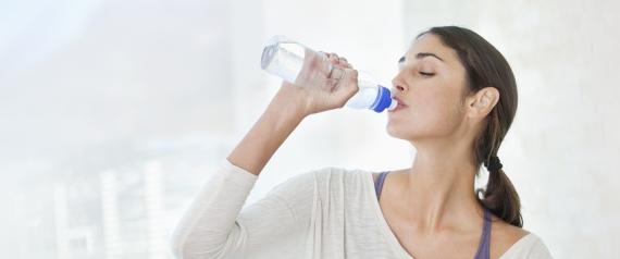 """""""أكل"""" الماء أكثر فائدة من شربه"""