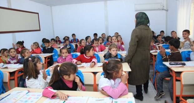 """تركيا تعتزم إدراج اللغة التركية في المناهج الدراسية للأطفال السوريين لتحقيق """"الاندماج"""""""