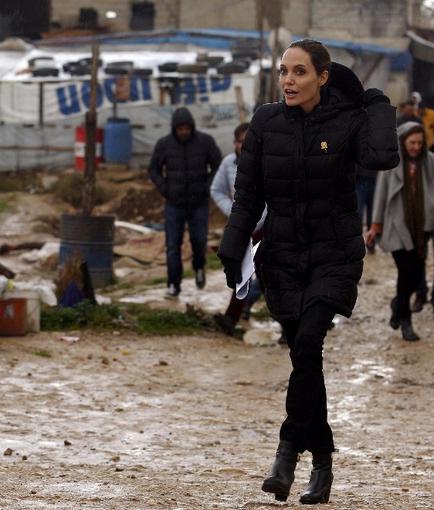 Angelina-Jolie-Lebanon-11