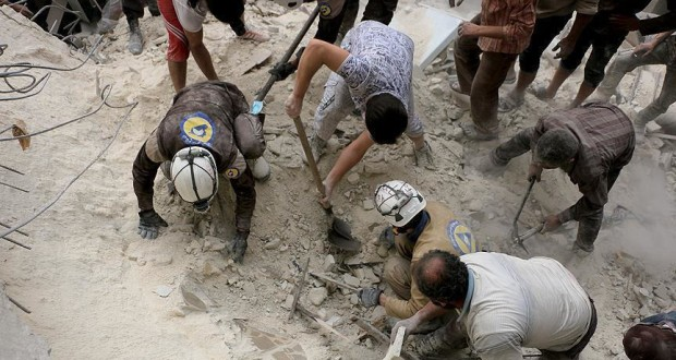 قصف طيران النظام السوري وروسيا يودي بحياة 106 من عناصر الدفاع المدني