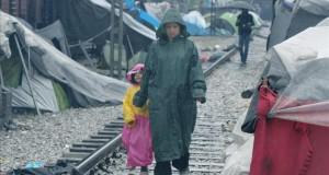 """لاجئون في مخيم """"إيدوميني"""" اليوناني يرفضون الانتقال لمخيمات أخرى"""
