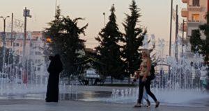 السوريون في تركيا بحالة عزلة وحواجز تحول دون الاندماج ــ وعد أطلي