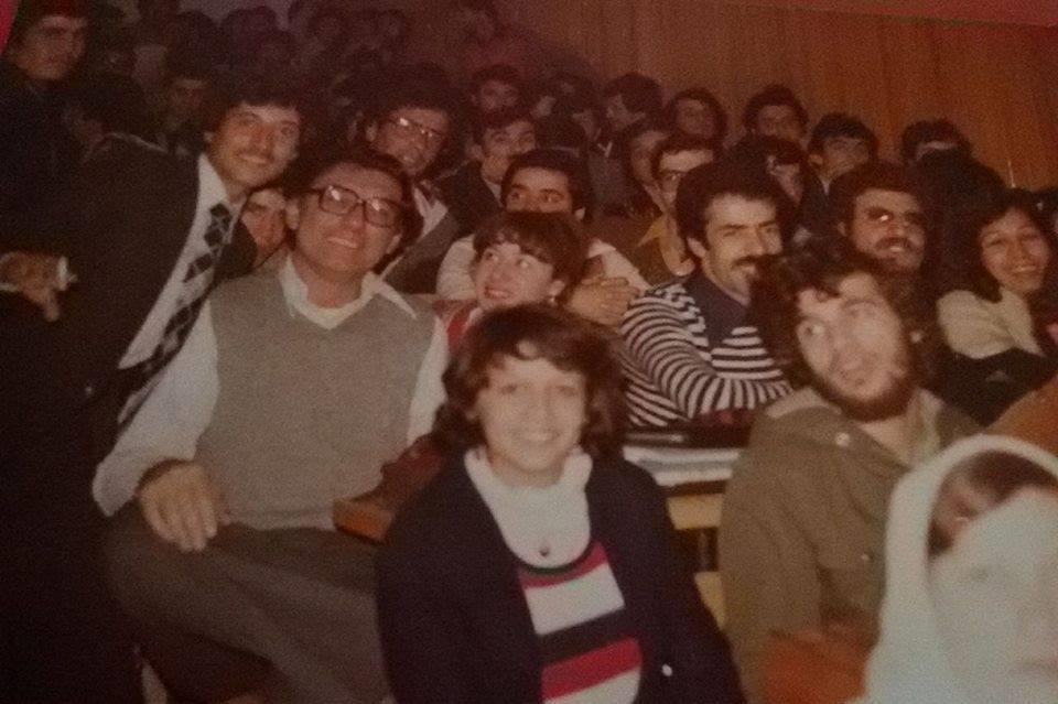 صادق العظم بين طلابه بجامعة دمشق في ثمانينات القرن الماضي (خاص الغربال) – Copy