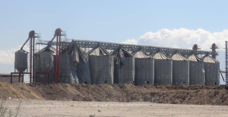 القصف يدمّر صوامع الحبوب.. وخسائر بآلاف الأطنان – سليم العمر