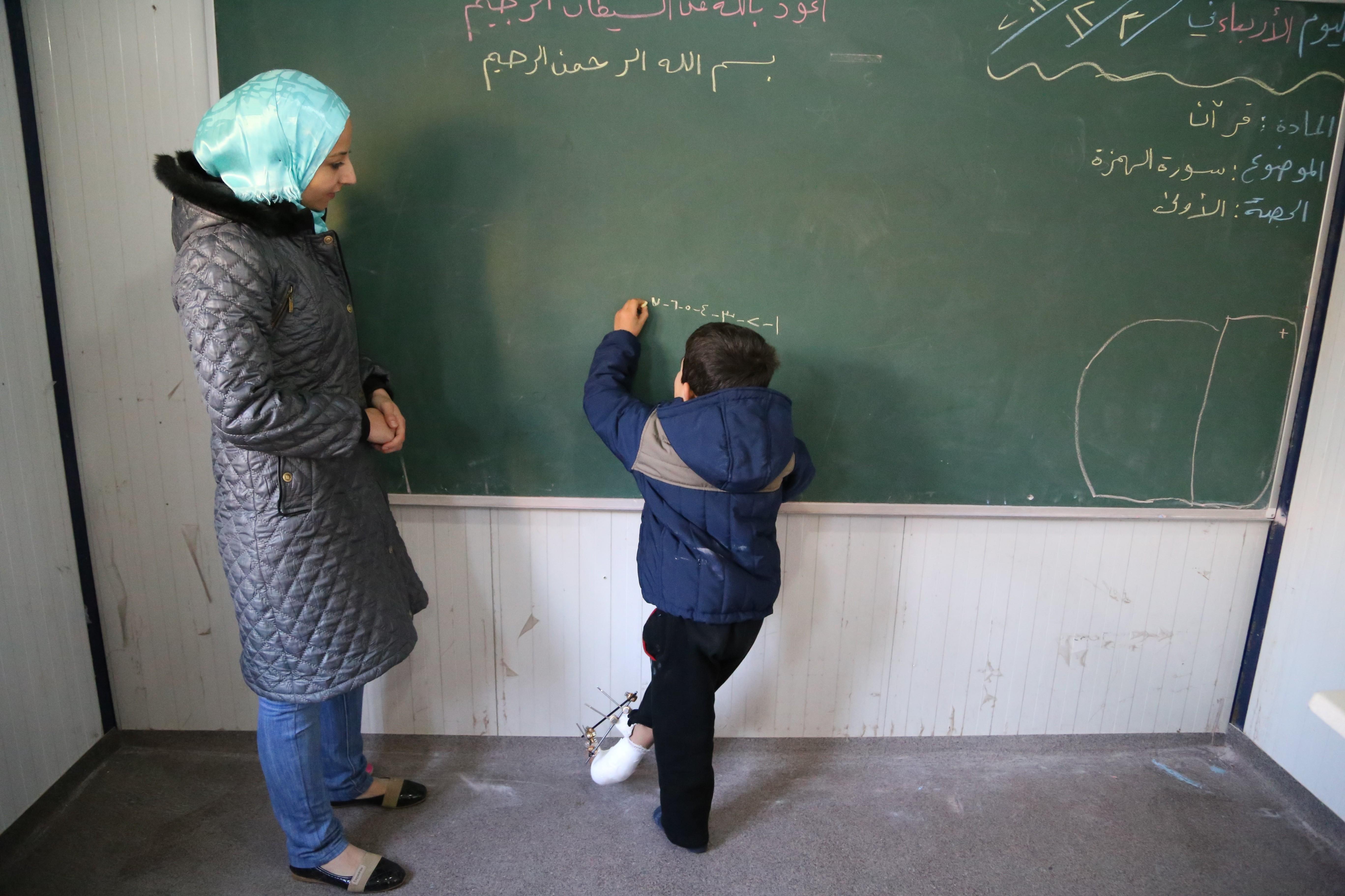 المرأة قيمة أسياسة لصناعة الجيل السوري الجديد – عامر عبد السلام